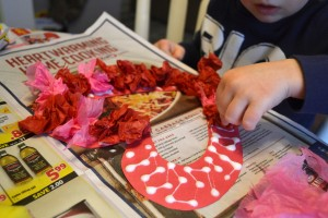 Eco-friendly tissue heart valentine's day wreath