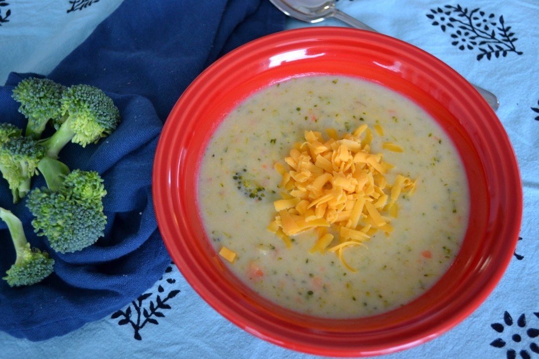 Healthy Broccoli Cheese Soup - this soup is our favourite comfort hearty, vegetarian meal and is perfect for a winter day. So delicious, cheesy and healthy! Plus, the kids loved it - yay!
