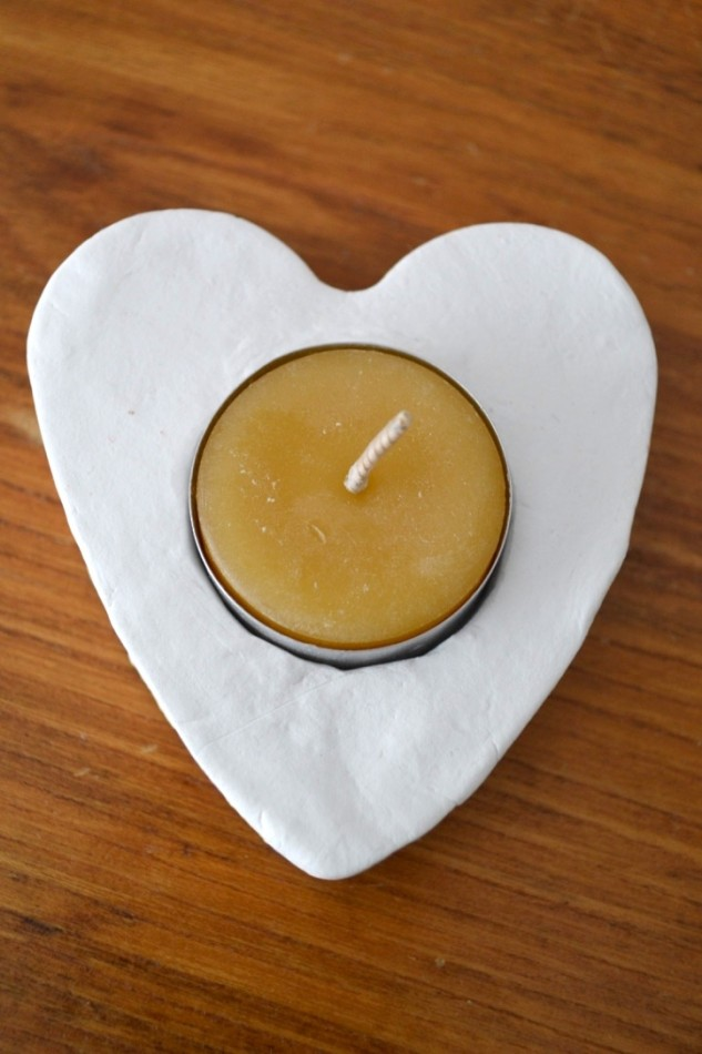 Heart tea light holders - these gorgeous painted tea light holders make the perfect Valentine's Day decoration or gift and are so fun and easy to make
